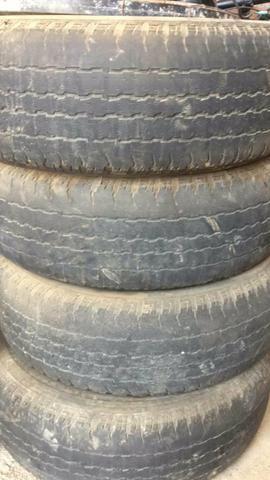Vendo pneus bridstones caminhote