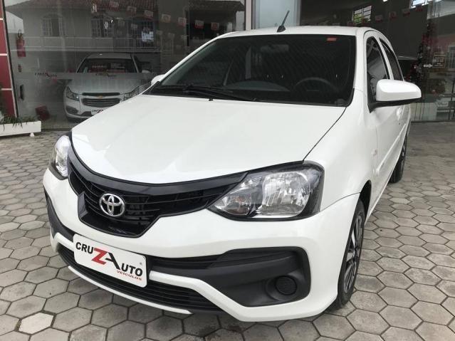 Toyota Etios Hatch X 1.3 Flex Automático 2019 (Único Dono) Branco Pérola - Foto 2