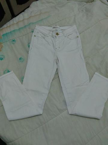Calça jeans branca tam: 38 Cós alto, R$20 - Foto 4
