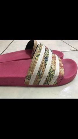 Sandália adidas +farm
