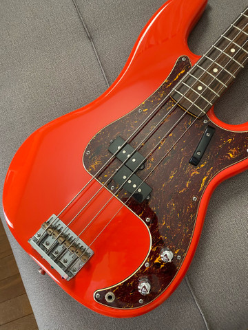 Baixo Squier Classic Vibes 60 - Fiesta Red