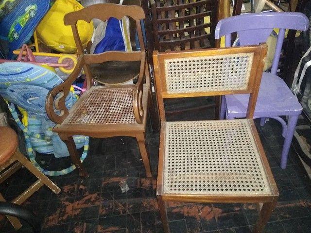 Cadeiras antigas lote - Foto 2