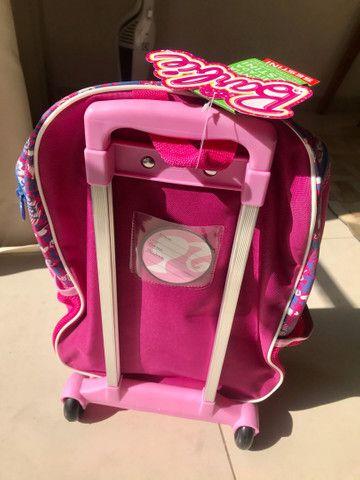 Mochila NOVA Barbie, tamanho G, com rodinhas - Foto 4