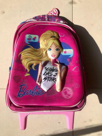 Mochila NOVA Barbie, tamanho G, com rodinhas - Foto 2