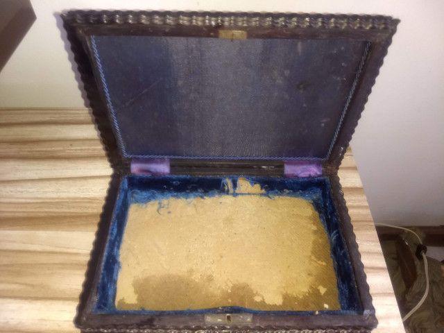 caixa porta jóias antiga de madeira jacarandá e prata de lei - Foto 2