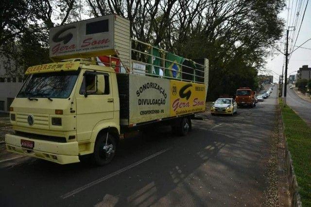 Vende-se caminhão VW 7100 trio elétrico