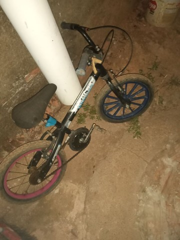 vendo bicicleta infatil filer valor 40 reais tudo ok - Foto 3