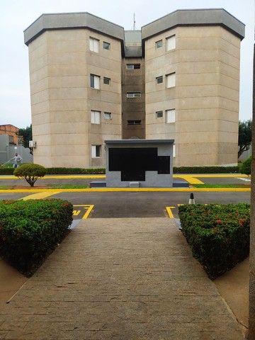 Vendo ou troco, apartamento em condomínio tranquilo e seguro. - Foto 8