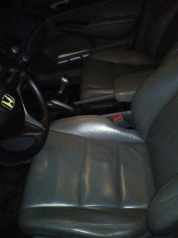 Civic 1.8 lxs manual banco de couro,flex,chave reserva completo de tudo - Foto 4