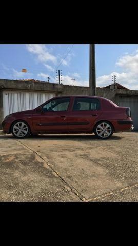 Clio sedan super conservado
