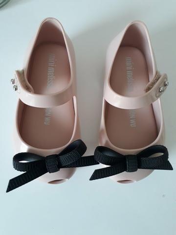 Sapatos semi novos e mto conservados Melissa tamanho 19 e sapato tamanho 20 - Foto 2