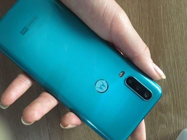Celular Motorola one action semi novo  - Foto 3
