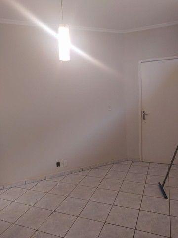 Vendo ou troco, apartamento em condomínio tranquilo e seguro. - Foto 13