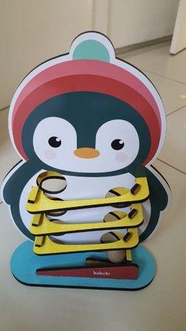 Rolando a bolinha com o Pinguim