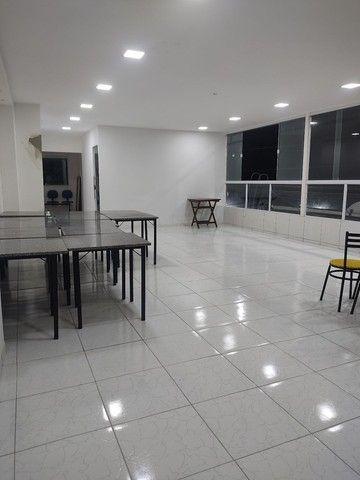 Vendo 10 conjuntos de mesas em mármore e 40 cadeiras com acendo estofado  - Foto 6