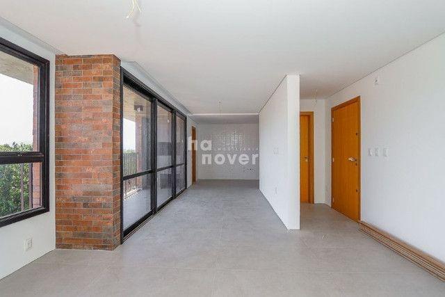 Apto 2 Dormitórios com 2 Suítes e Elevador em Camobi - Foto 2
