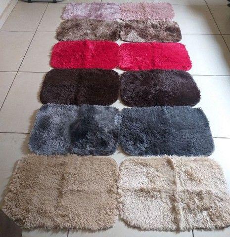 Tapetes peludinhos várias cores 60 x 40  - Foto 2