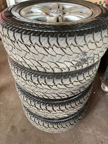 Jogo de rodas e pneus aro 17 Amarok  - Foto 4