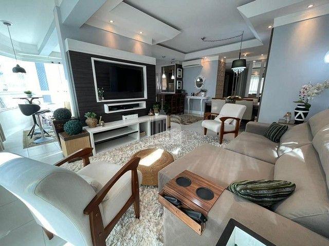 Apartamento Decorado com 03 Dormitórios a 250 metros do Mar - Foto 2