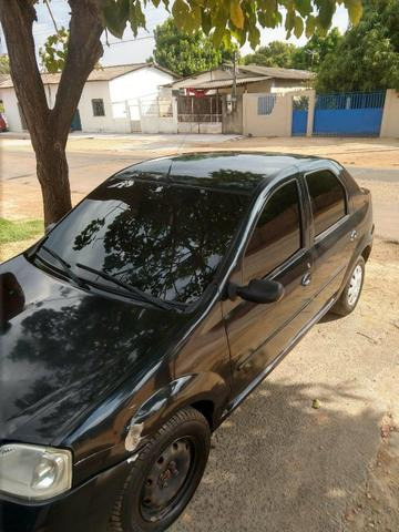 Vendo um Renault Logan 1.6 , 4 portas ano 2007. Completo. Documento em dias valor R$9.000