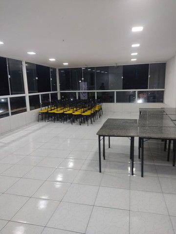 Vendo 10 conjuntos de mesas em mármore e 40 cadeiras com acendo estofado  - Foto 4