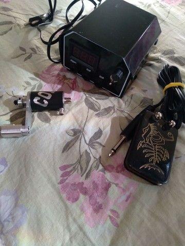 Maquina de tatuagem, fonte digital e pedal e tintas - Foto 4