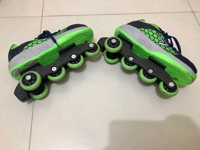 Tênis com rodinhas tamanho 34 - Foto 4