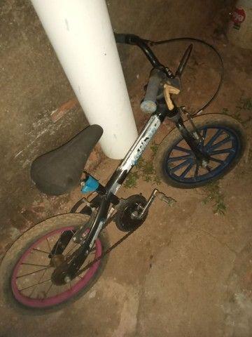 vendo bicicleta infatil filer valor 40 reais tudo ok - Foto 6