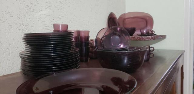 Aparelho de jantar, café e chá - Marca Vereco France - 90 peças - cor lilás