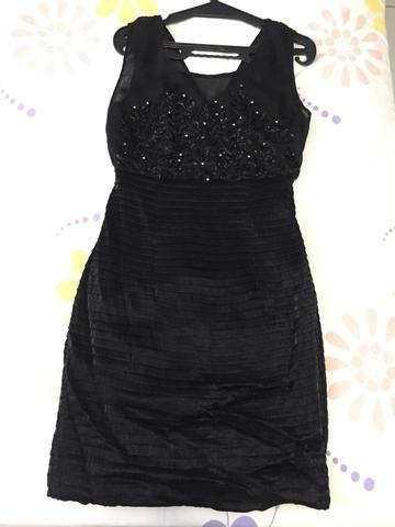 Vestido preto curto para festas