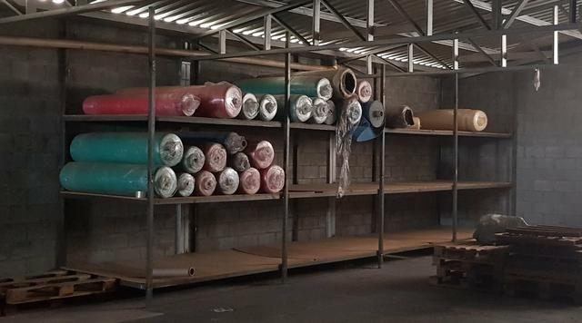 Estante de ferro para guardar mercadorias