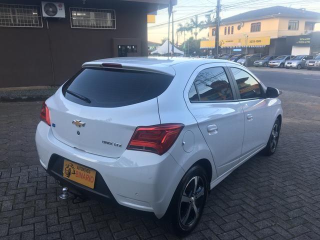 Onix LTZ 1.4 2017 lindo carro - Foto 4