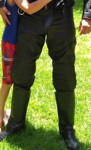 Calça de couro estilo motoqueiro - Foto 3
