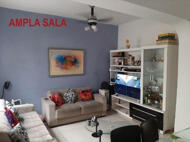 Alugo Casa Triplex 4 quartos em rua familiar no Rio Comprido