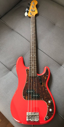 Baixo Squier Classic Vibes 60 - Fiesta Red - Foto 6