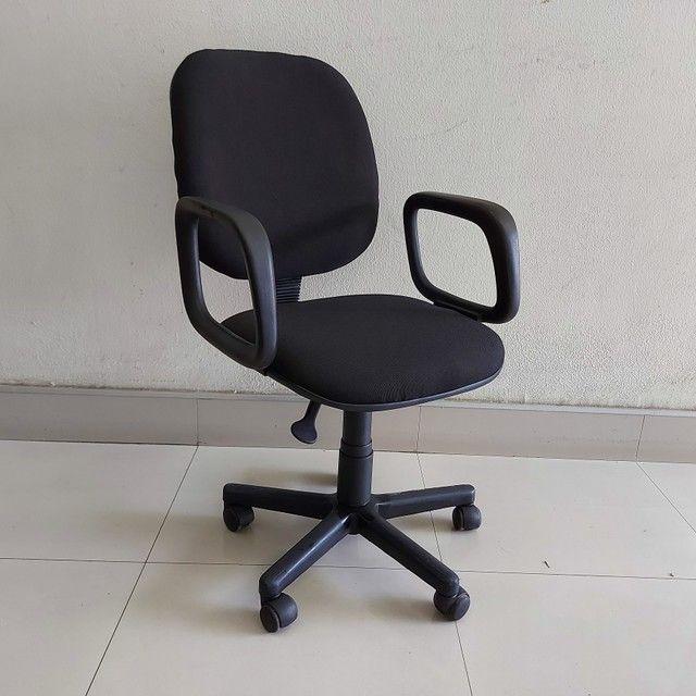 Cadeira Diretor Tecido Braço com Regulagem Escritório