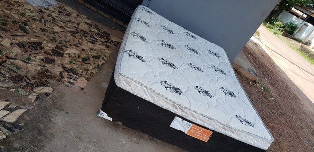 Cama box casal de mola em bom estado de conservação