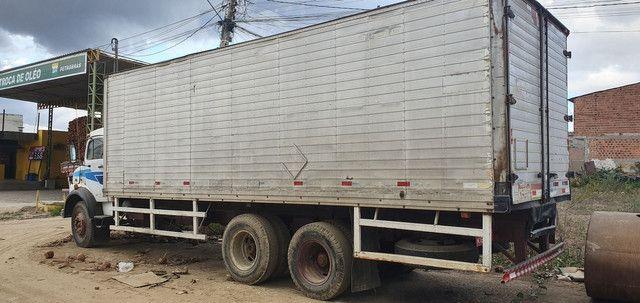 Caminhão Baú Mercedes 1113 - Foto 4