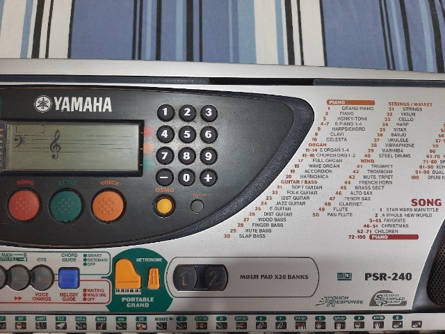 Teclado Yamaha PSR 240 - Foto 2