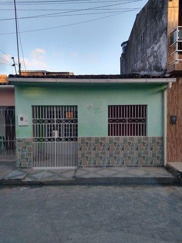 Vende-se uma casa no bairro santos Dumont
