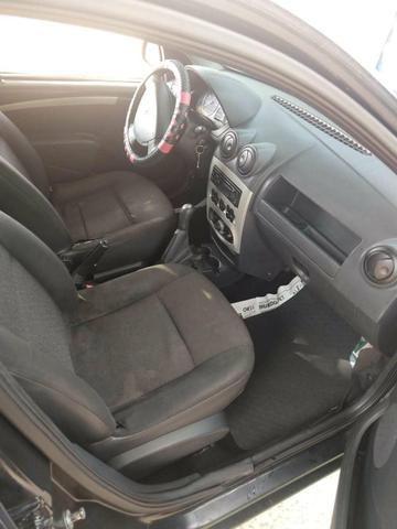 Vendo um Renault Logan 1.6 , 4 portas ano 2007. Completo. Documento em dias valor R$9.000 - Foto 2