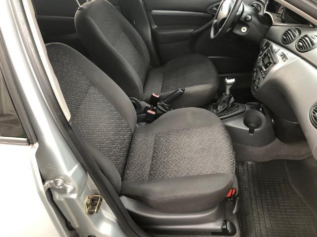 Ford Focus Hatch GLX 2.0 em excelente estado, segundo dono - Foto 10