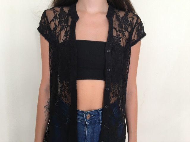 Blusa de renda preta - Foto 2