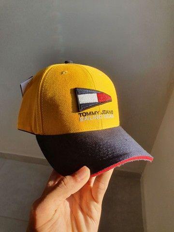 Boné Amarelo Tommy Jeans