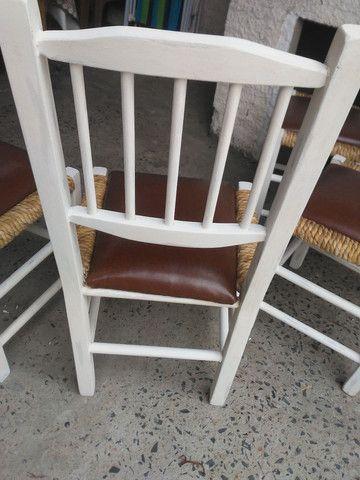 4 cadeiras antigas de madeira super confortavel - Foto 4