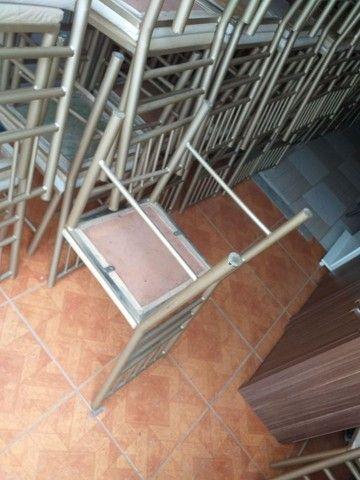 Vendo cadeiras reforçada ótima conservação Usada ótima conservação ( 70,00 CADA ) entrego  - Foto 5