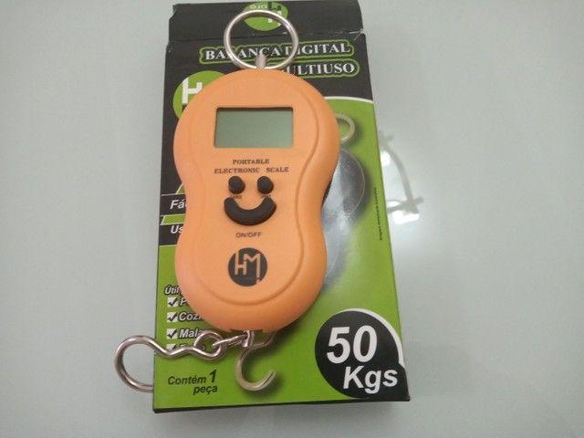 Balança portátil  digital a pilha  pendulo 50 kg HM - Foto 5