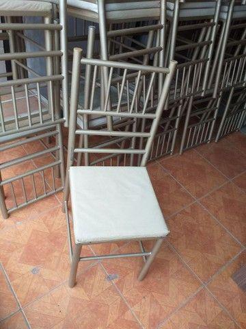 Vendo cadeiras reforçada ótima conservação Usada ótima conservação ( 70,00 CADA ) entrego  - Foto 6