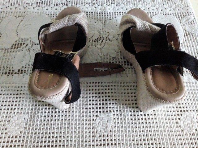 Vendo sandália de salto - Foto 3