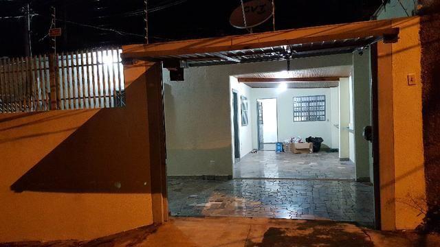 Casa Orla Morena 2 Quartos, Portão Eletrônico, Sistema de Segurança. Ótima Localização!!!
